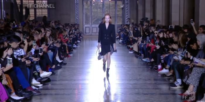 "<span lang =""en"">Givenchy, Men/Women Spring – Summer 2018, Clare Wraight Keller's debut</span>"