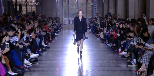 Givenchy, Uomini / Donne Primavera – Estate 2018, Il debutto di Clare Wraight Keller