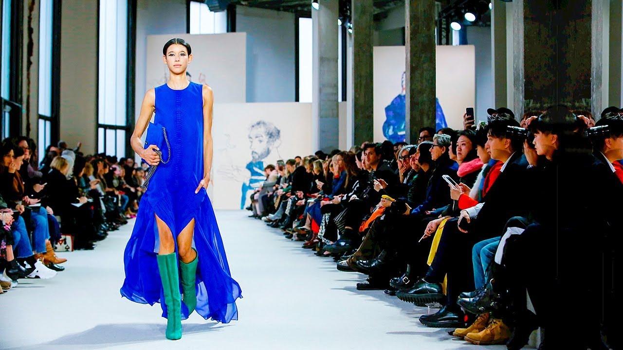 Akris, eine Kollektion für Frauen unaufhaltsam in Paris Fashion Show