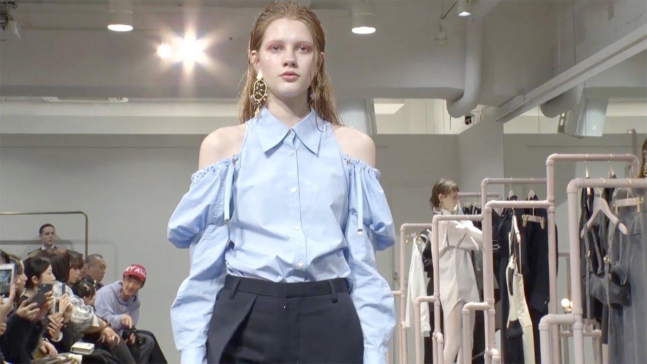Akikoaoki einen ungewöhnlichen japanischen Designer bei Tokyo Fashion Week
