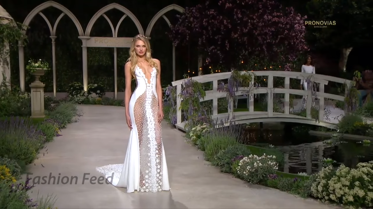 """In Bloom"" Die sexy Pronovias Brautkollektion 2019"