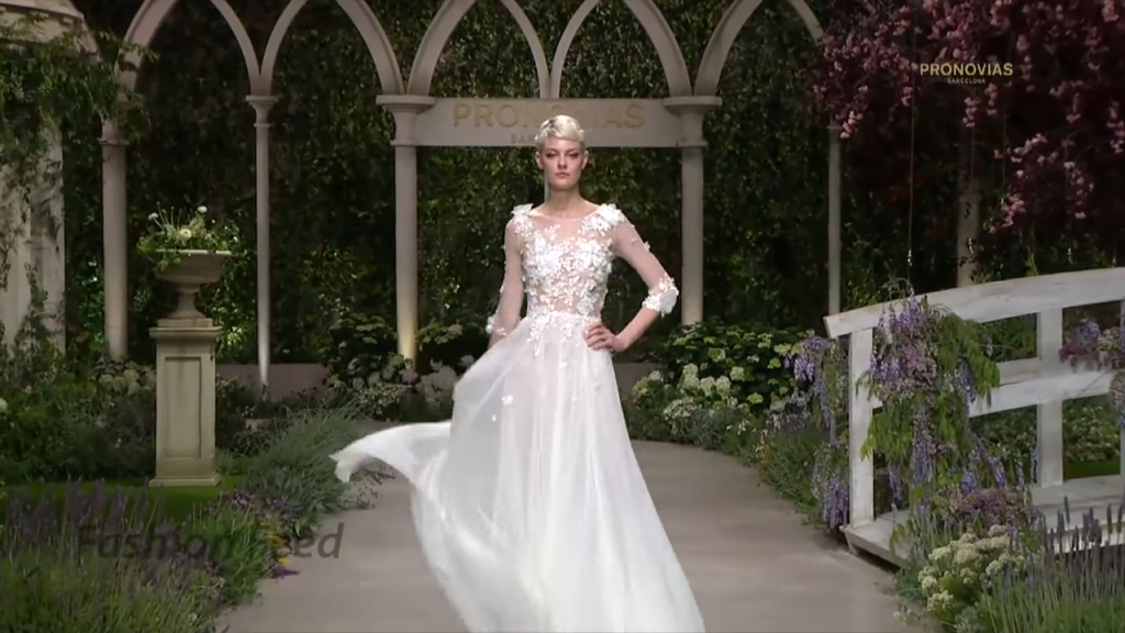 Screenshotter PronoviasBridal2019BarcelonaBridalFashionWeek2018 4'44""