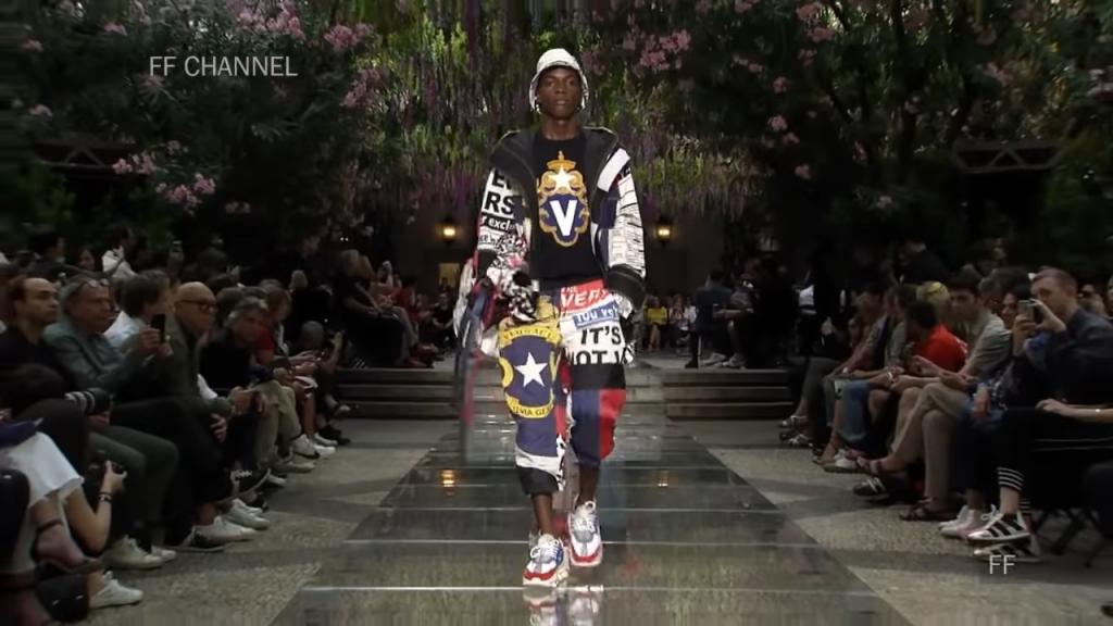 "Screenshoter VersaceSpringSummer2019FullFashionShowMenswear 1'40 """