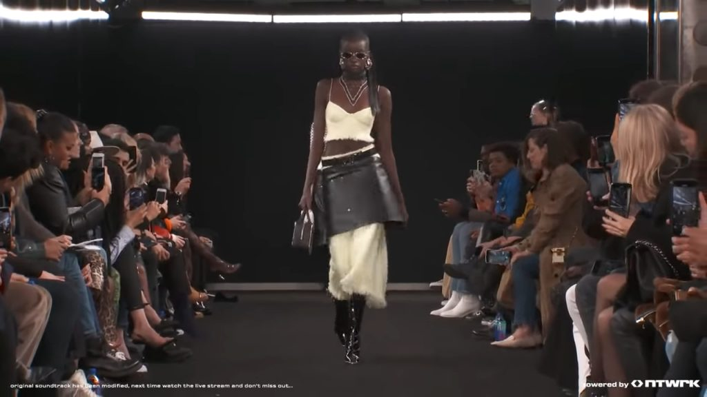 Screenshotter ALEXANDERWANGCOLLECTION2FW19 1'04""